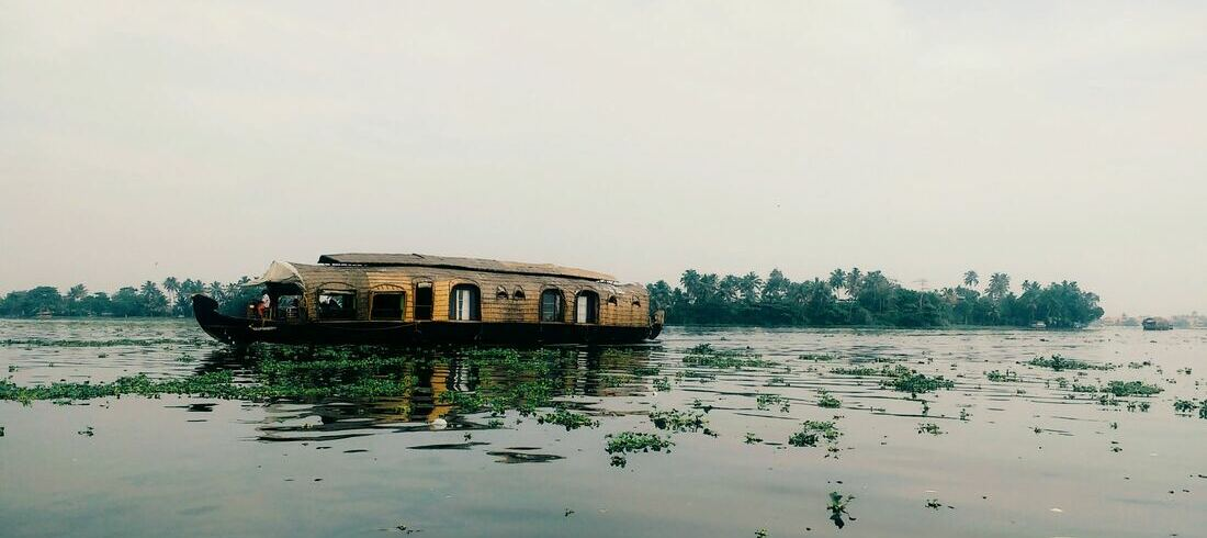 Backwaters Allepey Kumarakom houseboat