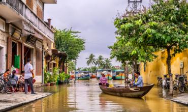 canaux eau vietnam bateau arbres juillet