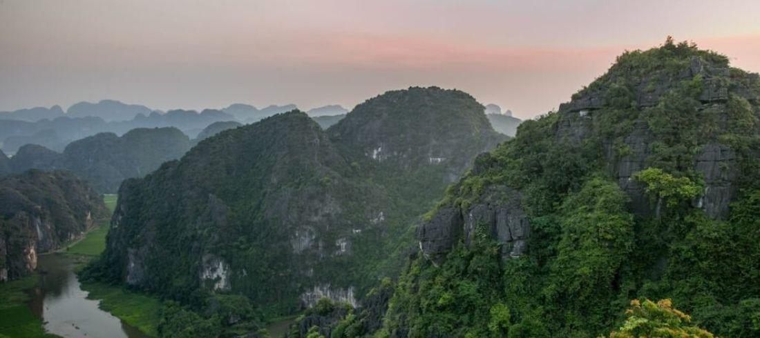 Montagnes Ninh Binh Hoa Lu baie Halong terrestre