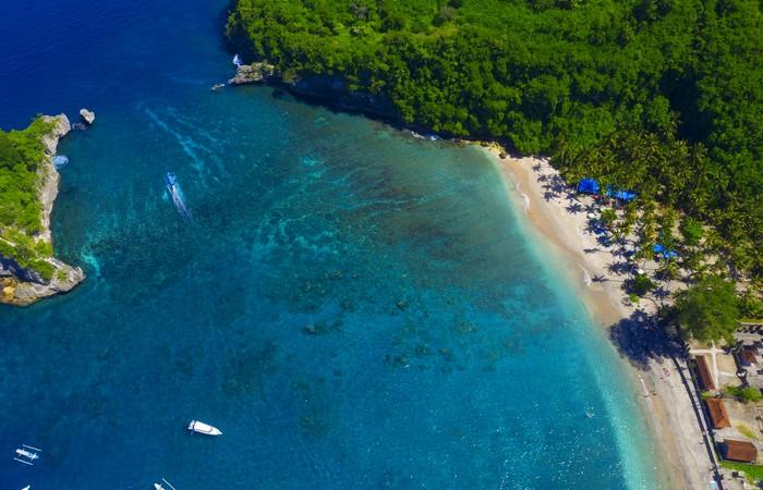 Nusa Penida mer cocotiers plage sable blanc