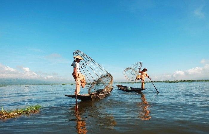 Pêcheurs lac Inle Unesco Birmanie barque pirogue
