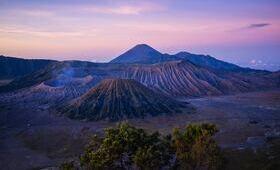 java volcan bromo randonnee nuages ciel rose arbres