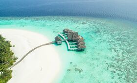 maldives luxe voyage eau plage sable turquoise hotel chambres palmiers