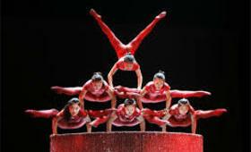 Cirque shangai acrobates costumes spectacle equipe