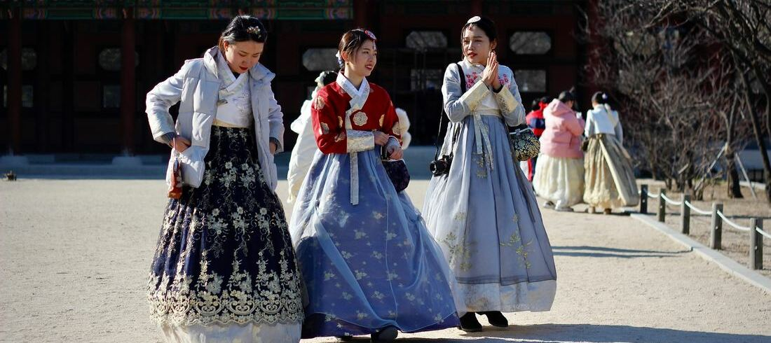 Femmes coréennes tenues traditionnelles - voyage Corée du Sud
