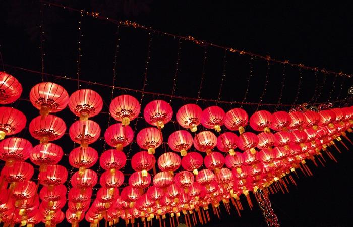 lanternes chinoises rouge nouvel an lumieres