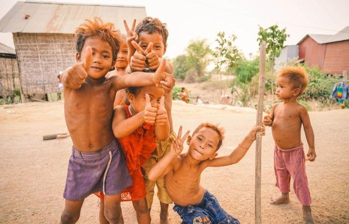 enfants village cambodge sourires
