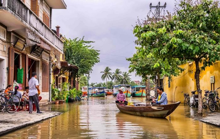 hoi an canaux bateau eau vietnam