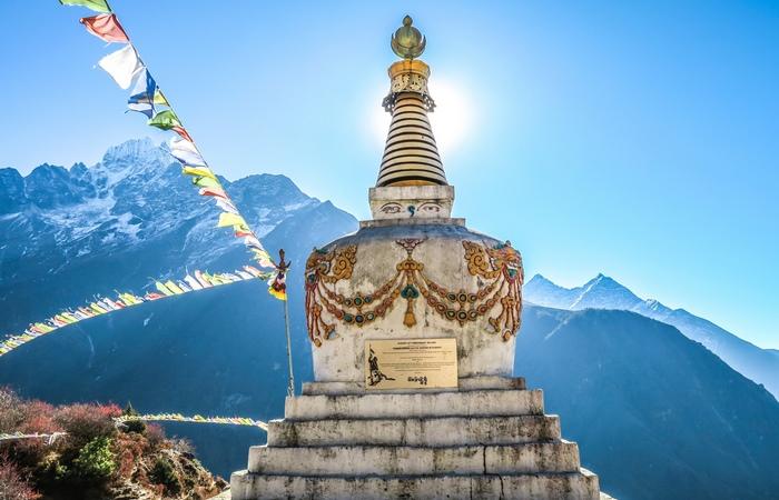 Stupa Népal Bhoutan montagne drapeaux prières