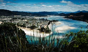 nouvelle zelande eau turquoise sable ville vegetation octobre