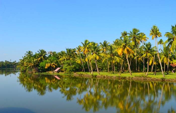 Backwaters Allepey Houseboat Kerala
