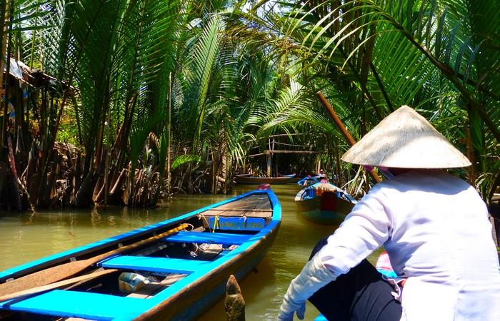 Delta Mekong pirogue végétation luxuriante Cantho Caibe Bentre