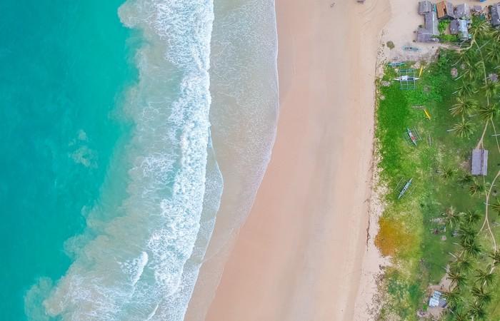 Plage paradisiaque mer sable fin cocotiers El Nido Palawan