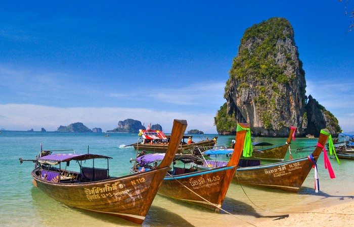 Phuket Krabi pirogues eau turquoise piton karstique