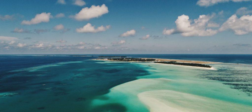 maldives eau turquoise sable