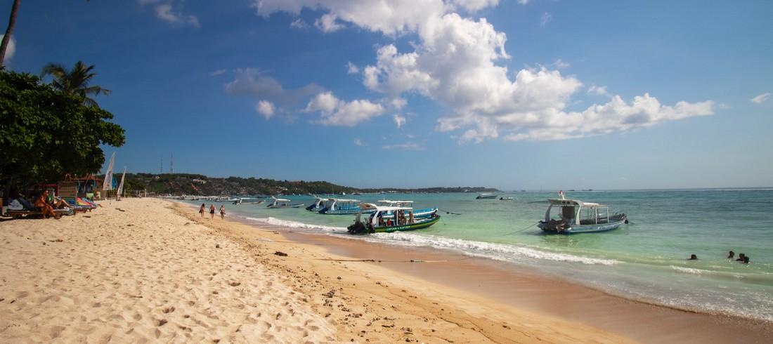 Nusa Lembongan mer plage sable fin bateaux