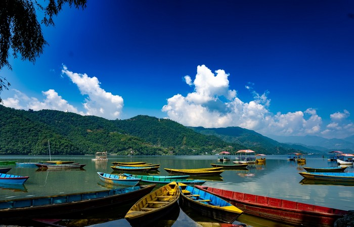 Pokhara Népal lac barque Himalaya