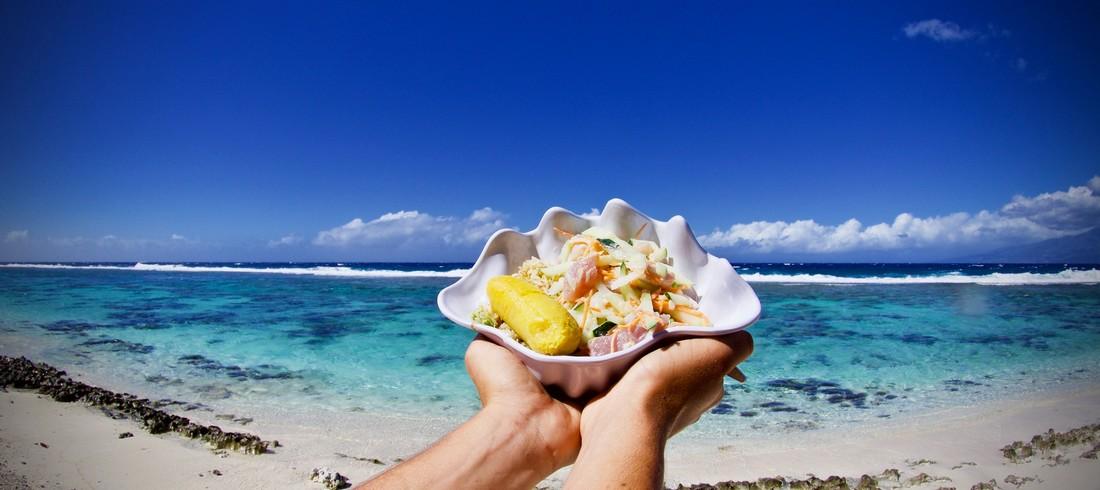 Déjeuner Moorea plage eau turquoise