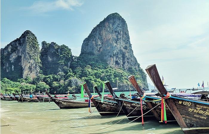 thailande voyage plage bateaux rochers turquoise