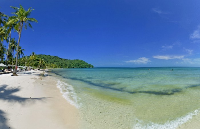 Phu Quoc plage cocotiers sable blanc mer baignade
